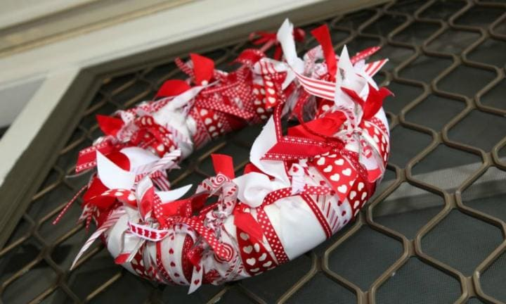 No-sew Christmas ribbon wreath