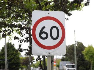 n16wg502 Warrigal Rd Speed. Speed signs on Warrigal Road. 60 km/h at North Road.