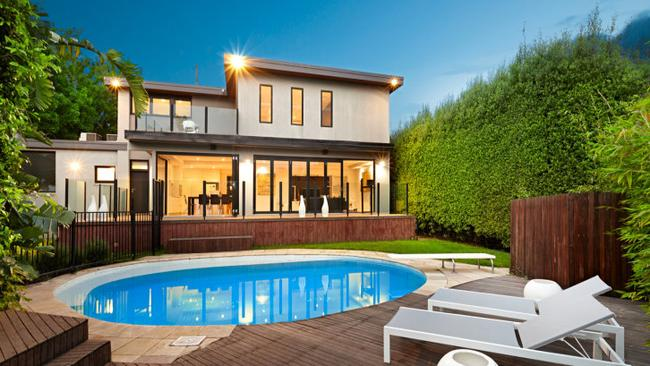 A beautiful entertaining and pool area made 6 Martin Court, Toorak, stand out as one of the week's top auctions, selling for $3.6 million.