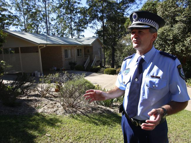 NSW Superintendent Paul Fehon outside the house where William vanished. Picture: David Moir