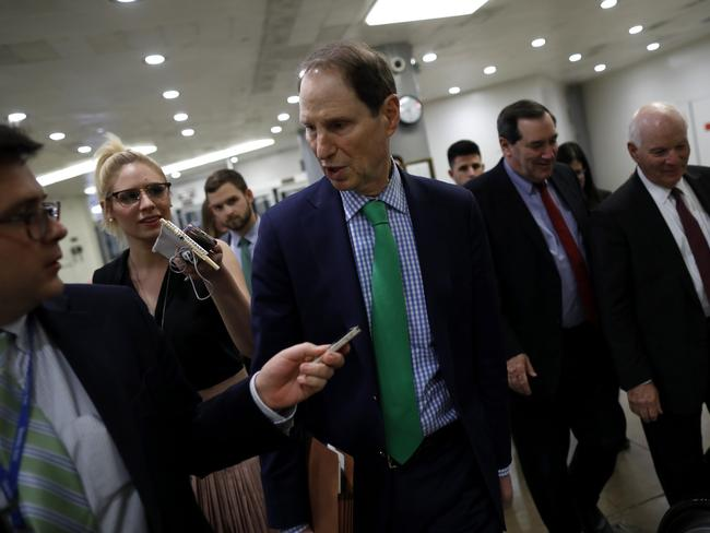 Republican Senator Ron Wyden from Oregon speaking with reporters as the shutdown approached. Picture: Aaron P. Bernstein/Getty Images/AFP