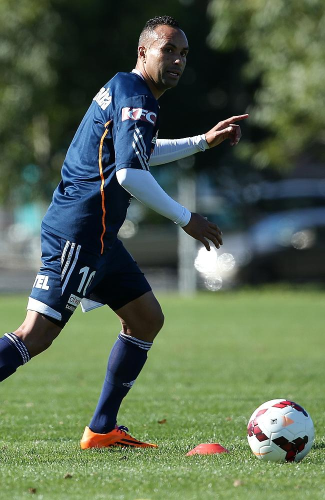 Melbourne Victory's Archie Thompson trains ahead of Sunday's semi-final.