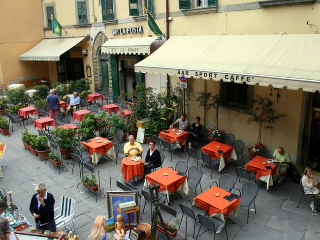 A cafe in Italy where you can actually sit down. Picture: Echiner1