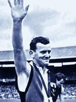 Ian Stewart collects his 1966 Brownlow Medal.