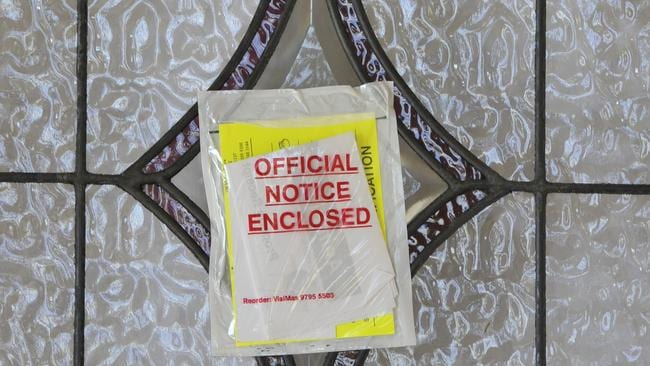 Authorities are trying to locate the WA couple who used a surrogate mother in Thailand to give birth to their daughter. The notice on the door left by RSPCA and Ranger staff. Picture: News Corp
