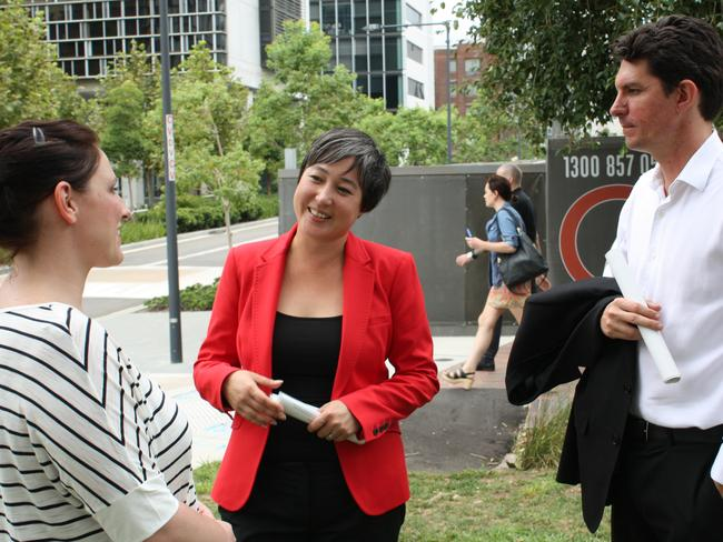 Greens candidate Jenny Leong and Greens senator Scott Ludlam speak to renters in Sydney's inner west.