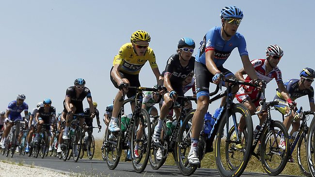 Overall leader Chris Froome (yellow) failed to catch up with a breakaway group.