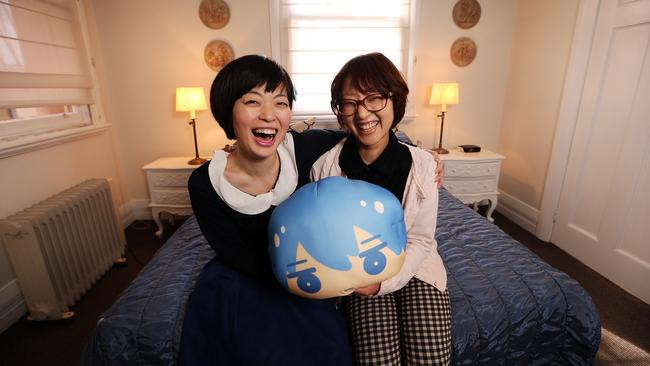 the japanese tourists in australia Chinese and japanese tourists are increasingly flocking to australia, boosting the overall march quarter visitor numbers down under, the government said wednesday.