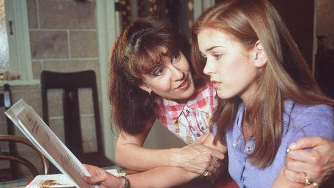 Pippa (Debra Lawrence) and Shannon (Isla Fisher) in the TV program  <i>Home and Away</i>.