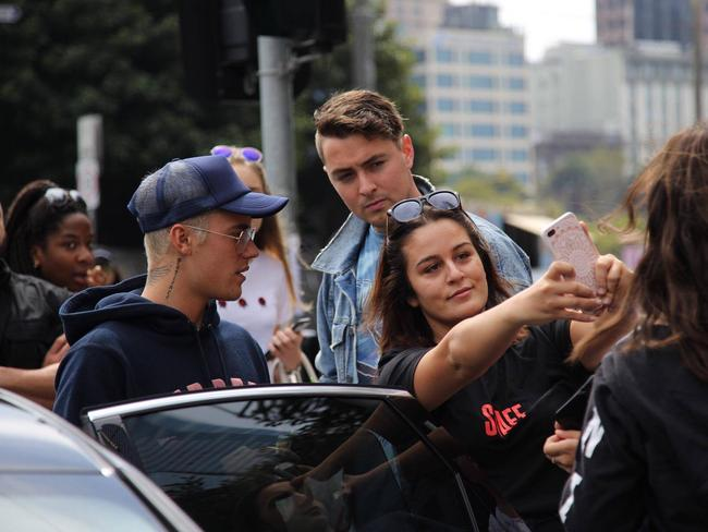 Helal attempting to take a selfie with Bieber.