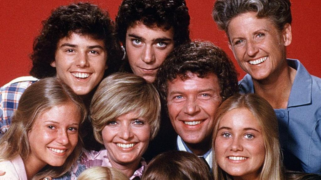 the brady bunch vs traditional family values The brady family the brady's provided a squeaky clean image for it's audience, regardless of actual happenings in society during that time rebellion is natural in society but the brady family made it seem like deviant behavior in a time of trouble, the series showed that life wasn't so bad.