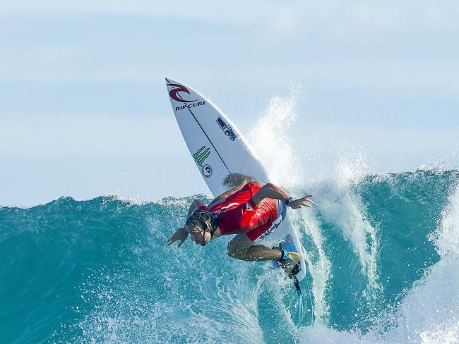 Owen Wright shows he has all the right moves in his return to surfing.