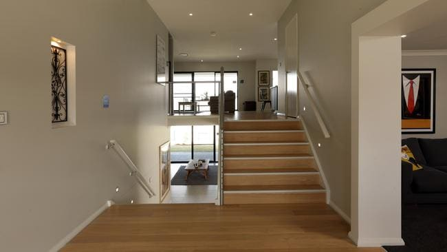 Contemporary Split Foyer : Well considered split level design tackles the challenges