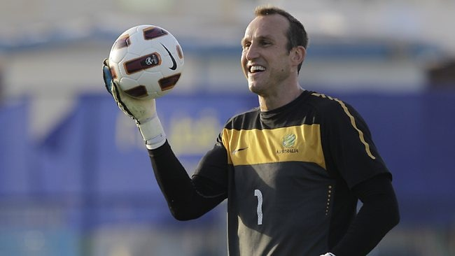 Socceroos goalkeeper Mark Schwarzer has signed a one-year deal to move from Fulham to Chelsea.