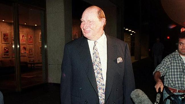 Businessman Kerry Packer leaves the ACP building after the robbery in 1995.