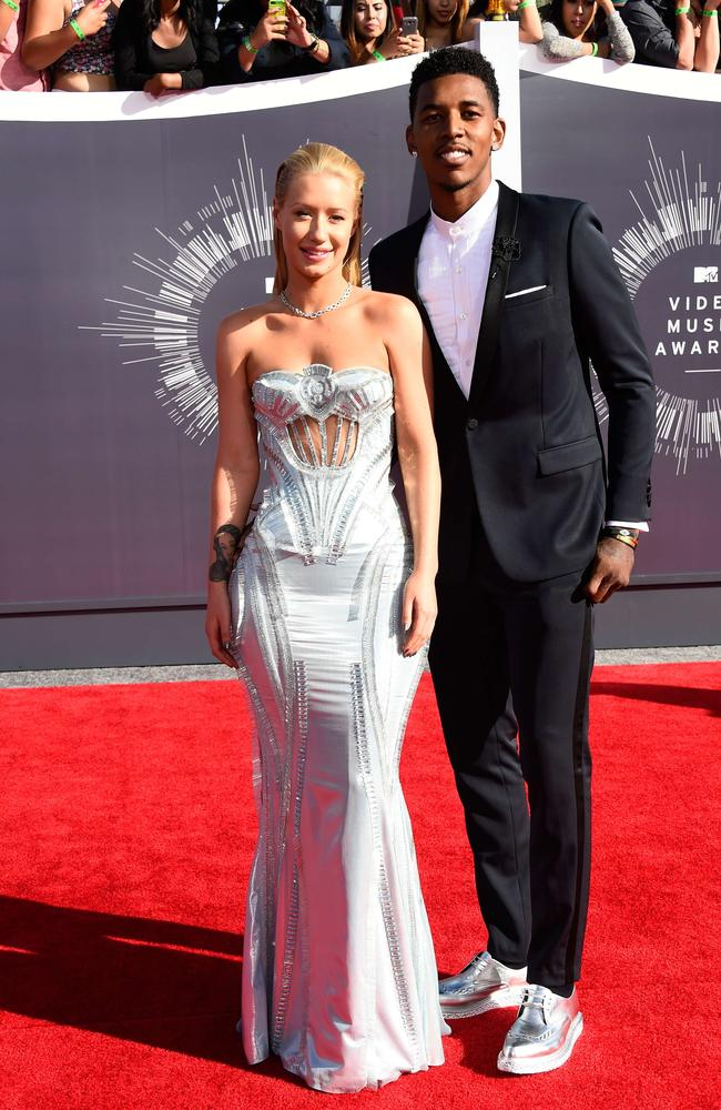Iggy Azalea (L) and basketballer boyfriend Nick Young attend the 2014 MTV Video Music Awards.
