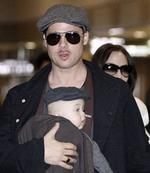 "<p>U.S. actors Brad Pitt and Angelina Jolie arrive with their children at Narita airport, near Tokyo, January 27, 2009. Pitt is in Japan to promote the film ""The Curious Case of Benjamin Button"". REUTERS</p>"