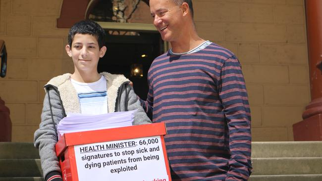 Gidon Goodwin printed our the signatures and took them to the health minister.