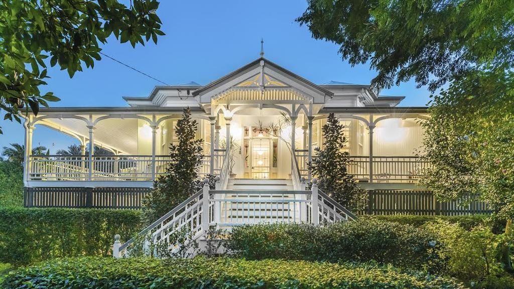 She s cool classy and an icon queenslander for sale for Classic queenslanders house plans