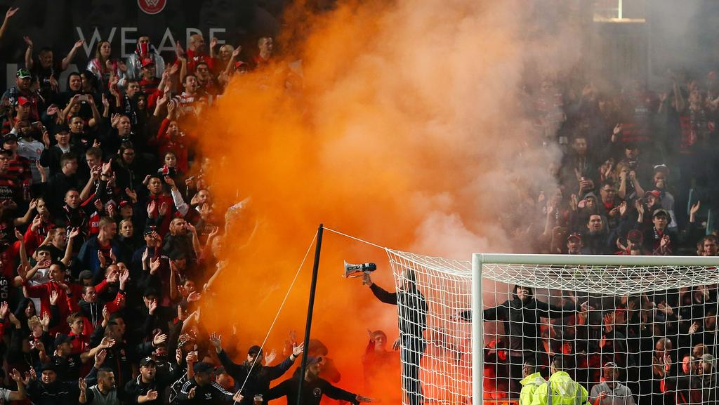western sydney wanderers flares up - photo#18