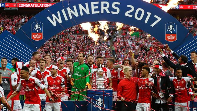 Arsenal's players celebrate after their win over Chelsea on the pitch after the English FA Cup final football match between Arsenal and Chelsea at Wembley stadium in London on May 27, 2017. Aaron Ramsey scored a 79th-minute header to earn Arsenal a stunning 2-1 win over Double-chasing Chelsea on Saturday and deliver embattled manager Arsene Wenger a record seventh FA Cup. / AFP PHOTO / Ian KINGTON / NOT FOR MARKETING OR ADVERTISING USE / RESTRICTED TO EDITORIAL USE