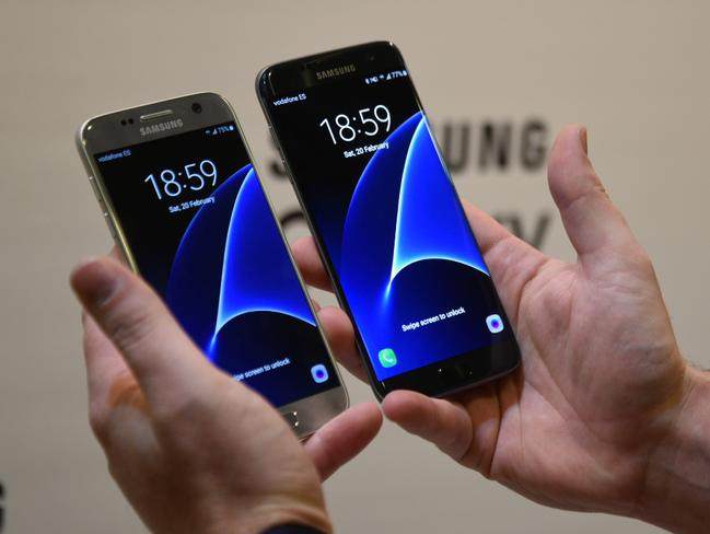 Bigger and better ... The Samsung Galaxy S7 and S7 Edge side by side. Picture: Jennifer Dudley