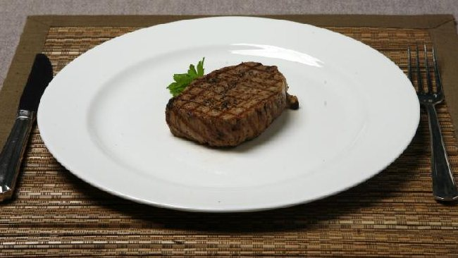 This is the correct size for a serving of steak. Photo: Manuela Cifra.
