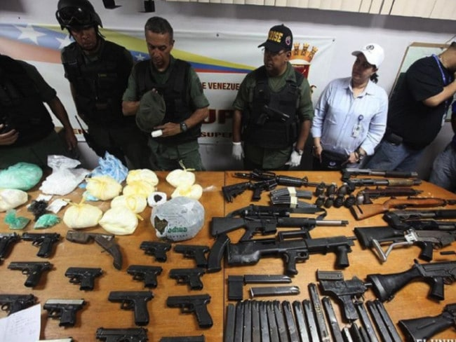 Weapons seized in a 2011 riot in Venezuelan Rodeo prison. Picture: El Universal