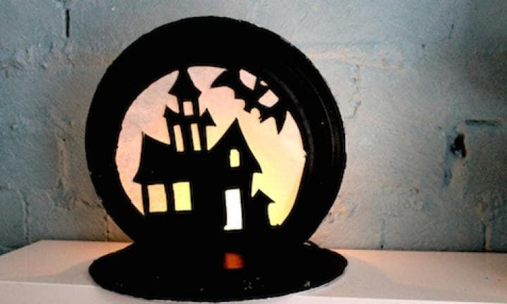 "23. Haunted house lantern  <p>Guess what? More paper plate work, but you'll need some Chinet plates for this one.</p> <p><a href=""http://www.kidspot.com.au/things-to-do/activities/haunted-house-lantern"">See here for how to make a Haunted house lantern.</a></p>"