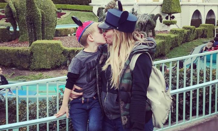 Hilary-Duff-kissing-son