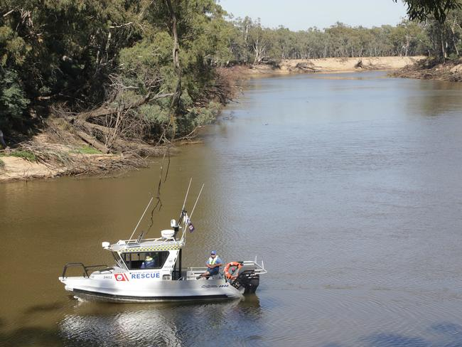 Police search the Murray River. Picture: Hamish Blair