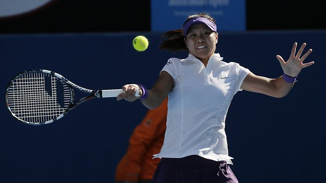 China's Li Na hits a return to Germany's Julia Goerges during their fourth round match at the Australian Open. Picture: Rob Griffith