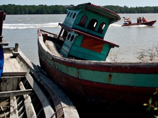 Boat of Indonesia migrants sank ... A Malaysian search and rescue team carry out a search operation.