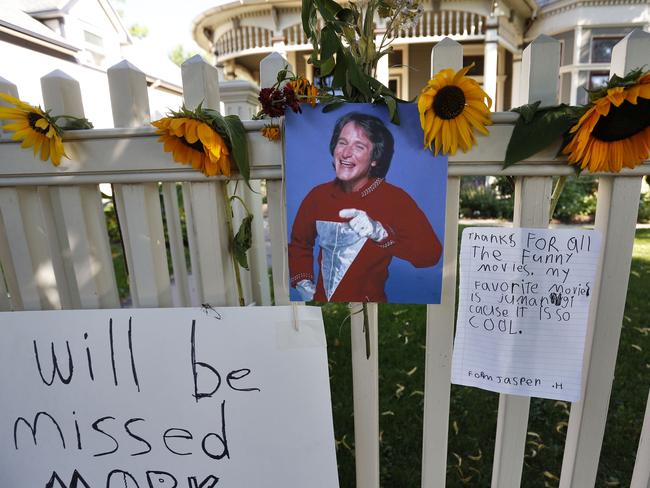 A makeshift memorial in Boulder, Colorado, the home where Mork & Mindy was set.