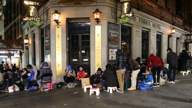 The launch of the Apple iPhone 6 in the centre of Sydney CBD caused lines around the block of up to 400 metres from the front door. Pics Bill Hearne