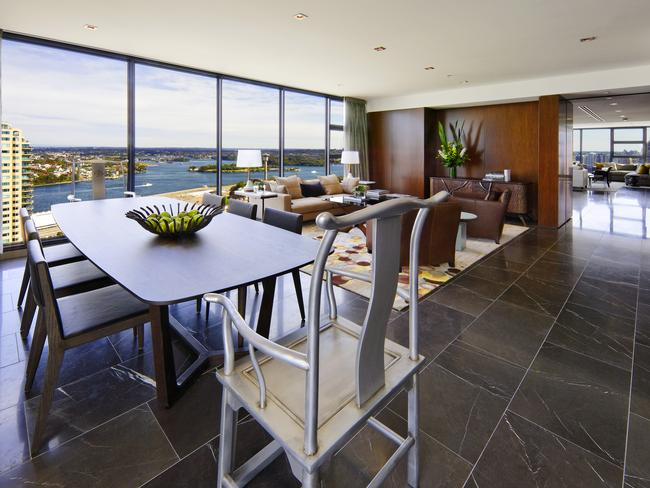 28A/171 Gloucester St offers glittering natural light plus panoramic water views.