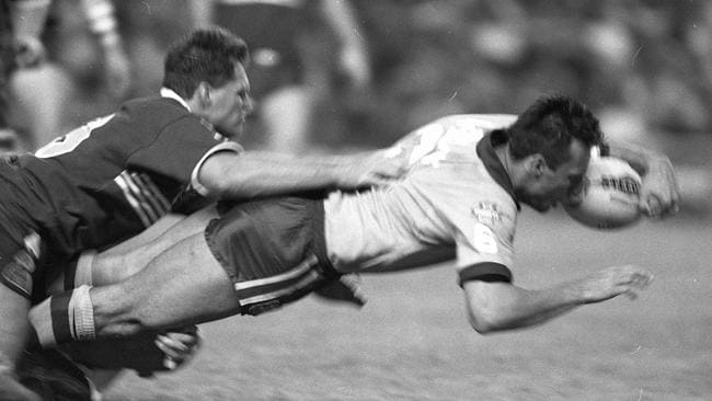 Laurie Daley scores a try for NSW in 1993.