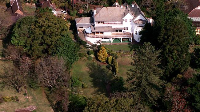 Set on 7000sq m, the grounds of the waterfront mansion Elaine could easily host a large event.