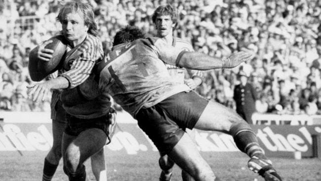 Peter Sterling attempts to evade a tackle by Peter Kelly during the 1984 grand final between the Bulldogs and Eels at the SCG.