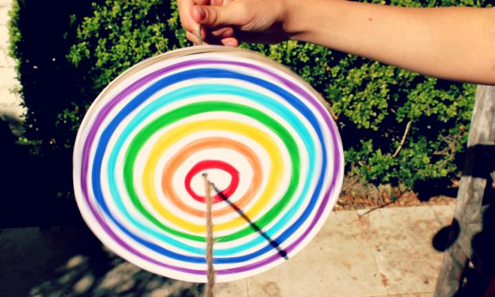 How to make a rainbow disc spinner