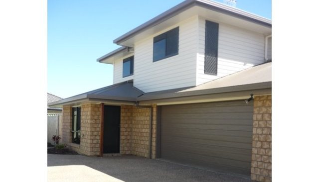1/39 Lambert Drive, Moranbah. $1800 per week. Three-bedroom duplex; Airconditioned, in new estate; Modern kitchen, open-plan living and dining area; Outdoor terrace; Close to shops and leagues club.