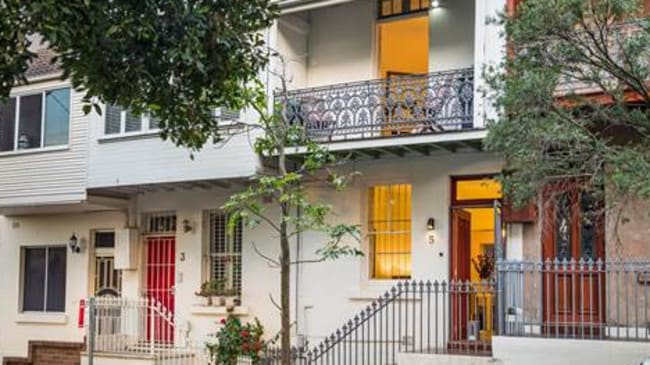 5 Cardigan Street, Glebe sold under the hammer for $907,000, $47,000 over reserve.