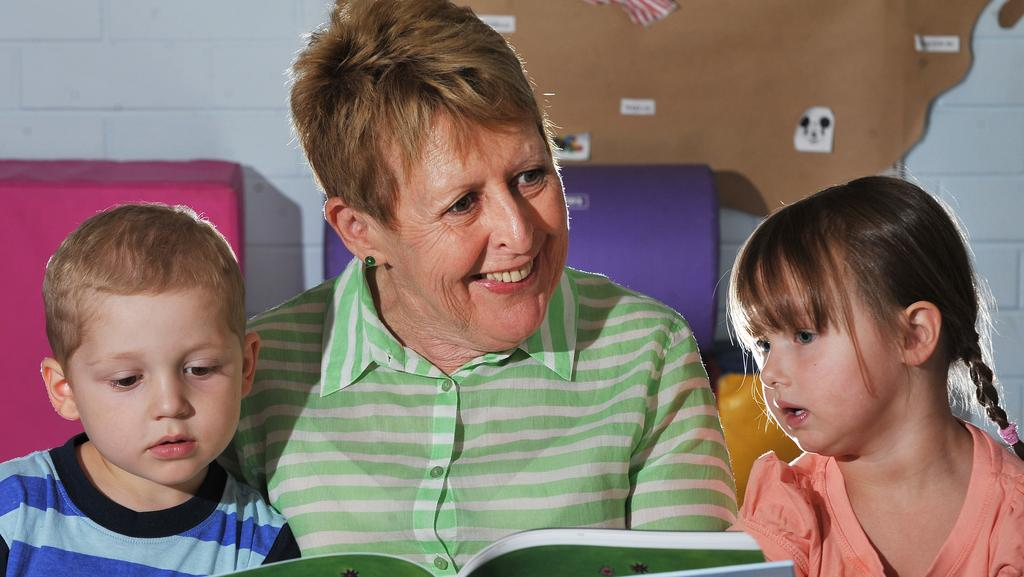 award winning childrens author mem fox reads to dexter and amber both 3 - Pics Children