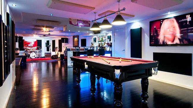 Man Caves For Sale Melbourne : Man cave in sovereign islands gold coast with recording