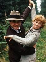Actor Bob Hoskins and Cheryl Campbell in scene from film 'Pennies from Heaven'.