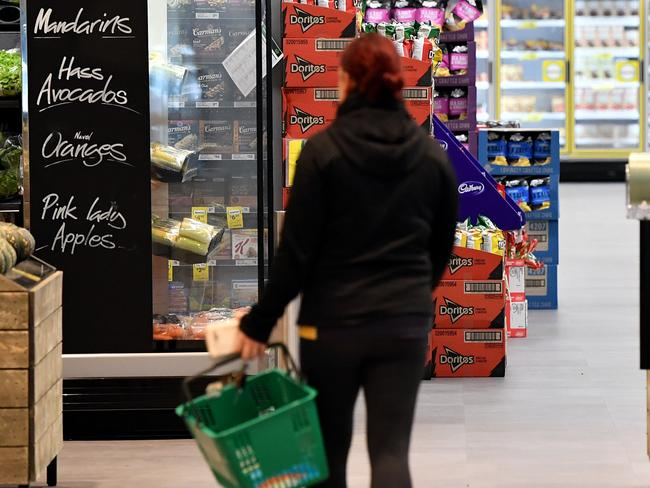 Shoppers at a Woolworths store in Sydney, Tuesday, Aug. 15, 2017. (AAP Image/Joel Carrett) NO ARCHIVING