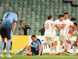 Shandong Luneng FC celebrate as disappointed Sydney FC players look on after their 2 all draw during the round of 16 AFC Champions League match between Sydney FC and Shandong Luneng FC at the Sydney Football Stadium in Sydney, Wednesday, May 25, 2016. (AAP Image/Dean Lewins) NO ARCHIVING, EDITORIAL USE ONLY