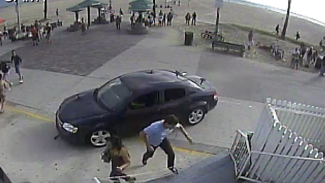 Car drives into crowd at Venice Beach