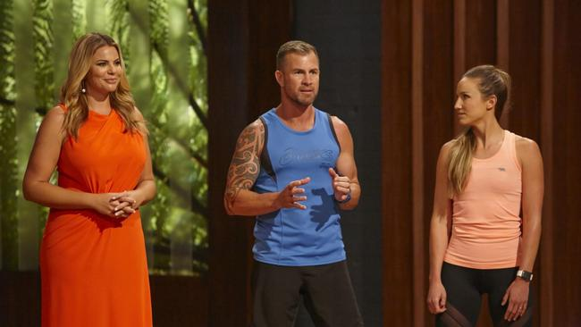 The Biggest Loser Transformed host Fiona Falkiner, with blue team trainer Shannon Ponton and orange team trainer Libby Babet. Picture: Channel 10