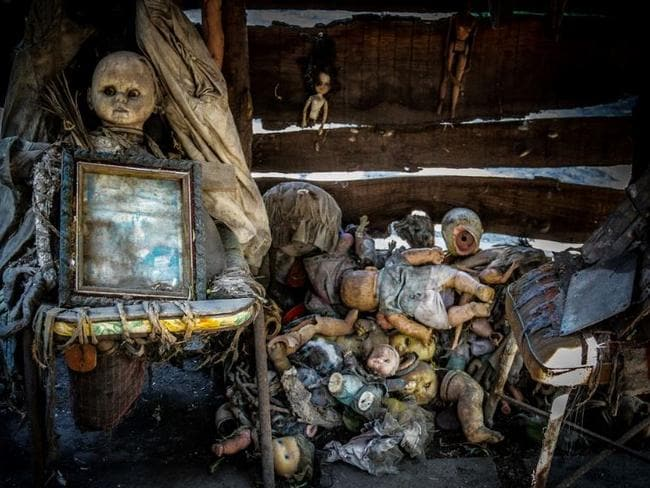 A pile of decaying dolls on on Isla De Las Munecas, Xochimico, Mexico. Picture: Flickr/Kevin